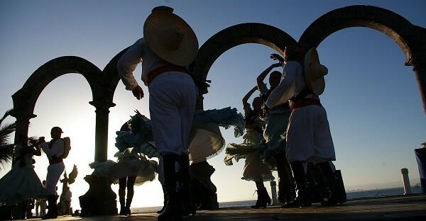Top 5 Puerto Vallarta Activities - Malecon dancers